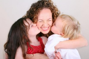 mothers_day_kissesl